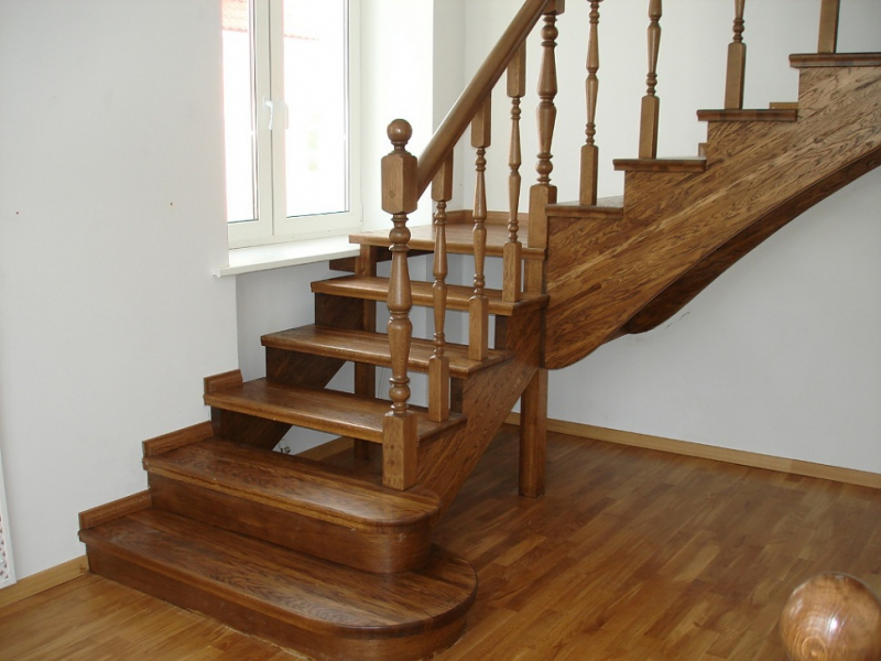 Лестница своими руками в доме из дерева
